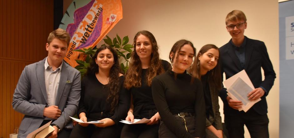 Der Andrang beim Jugendredewettbewerb der Höheren Schulen in Schwaz war groß. 21 Schüler trauten sich vor Publikum ihre Gedanken und Ideen in Worte zu fassen.