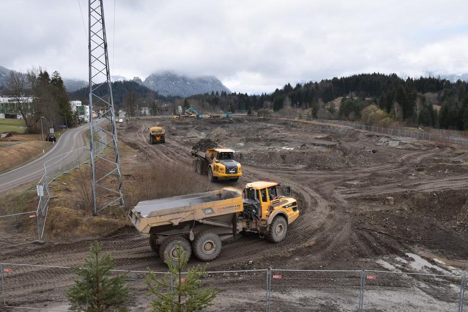 Der Aushub der Industriefläche beim Kreckelmoos wird in die naheliegende Deponie Hurt gebracht.