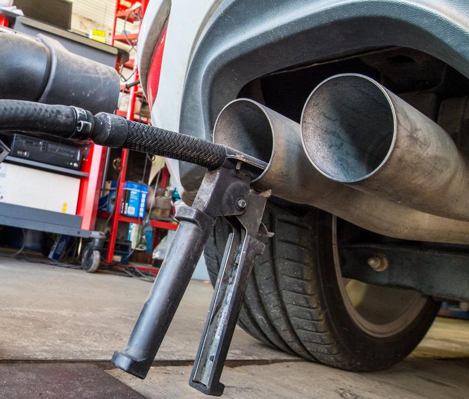 Die EU-Kommission hatte 2017 Voruntersuchungen bei den Autobauern begonnen.