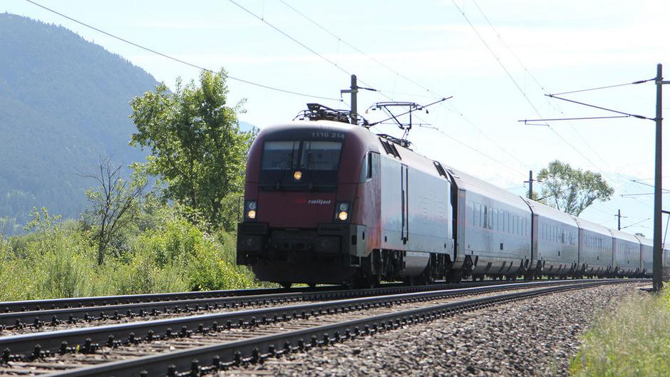 Die Abfahrzeiten der Railjet-Züge von und nach Bregenz ändern sich in Tirol wegen der Bauarbeiten am Deutschen Eck.