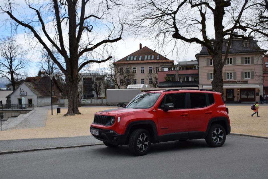 Mit der Trailhawk-Ausstattung verfügt der Jeep Renegade über Allrad, Untersetzungsgetriebe und fünf Fahrmodi.