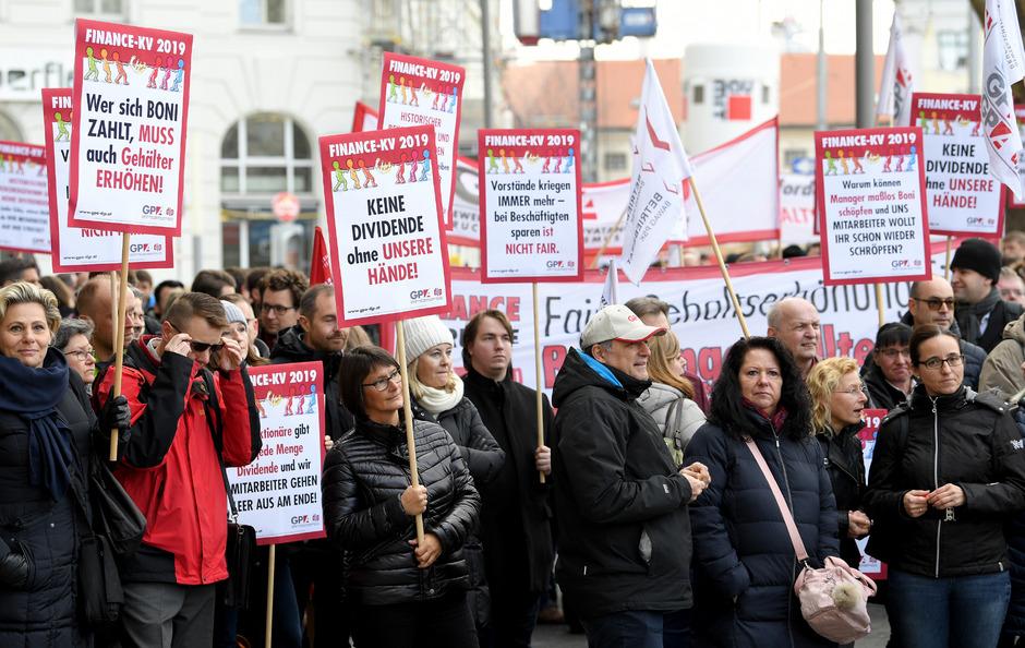 Im Bild: Öffentliche Proteste der Wiener Bankangestellten im März.