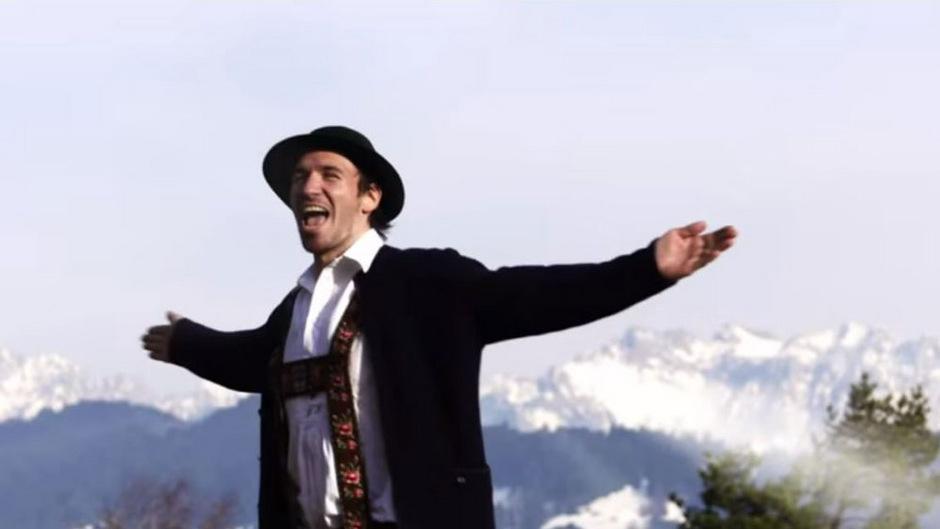 """Mit seinem April-Scherz-Song """"Weiterziehn"""" hat Felix Neureuther einen Hit gelandet."""