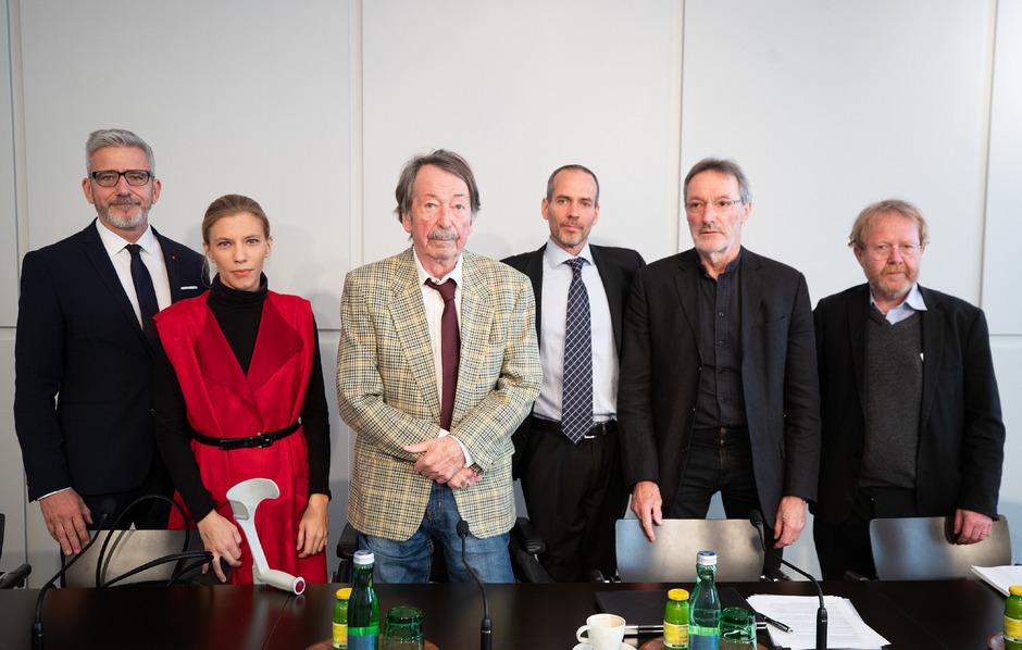 Ein Teil der  Initiatoren: Thomas Bulant ( SLÖ), Lisz Hirn (Philosophin), Peter Kampits (Alt-Dekan Uni Wien), Eytan Reif (Initiative Religion ist Privatsache), Verfassungsjurist Heinz Mayer und Anton Bucher (Religionspädagoge).
