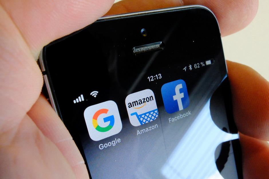 Die Abgaben großer Internet-Konzerne sollen sich laut Regierung nicht mehr wie bisher nach dem in Österreich erzielten Gewinn, sondern an den Erlösen aus Online-Werbung bemessen.