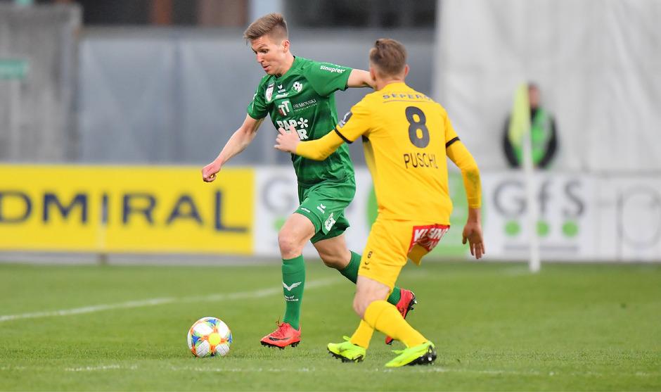 Duell der beiden Torschützen – Sebastian Santin brachte Wattens mit 1:0 in Führung, Matthias Puschl glich noch vor der Pause für Kapfenberg aus.