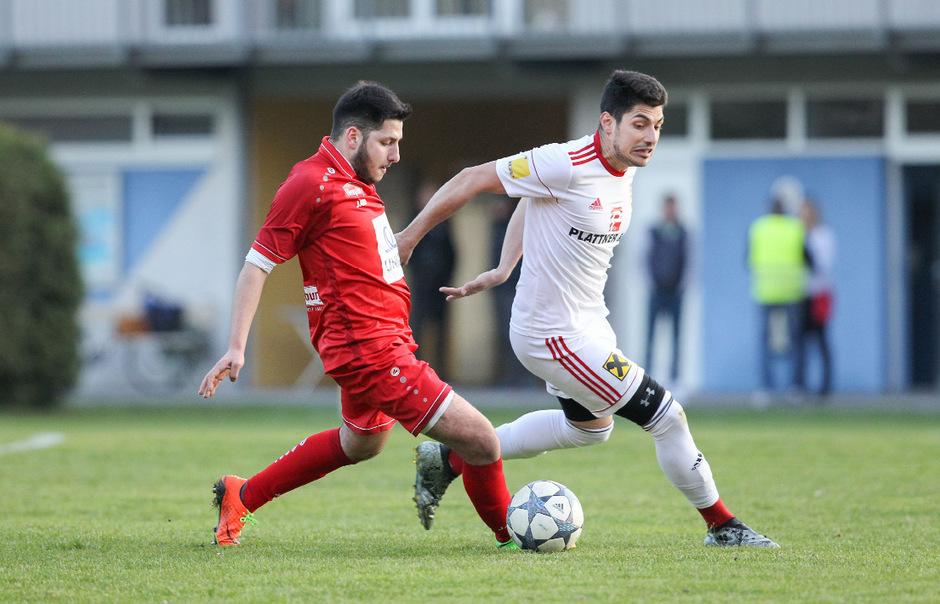 Winter-Neuzugang Stefan Milenkovic (weiß) verpasste in der UPC Tirol-Liga gegen den SVI (mit Engin Aysel) den angestrebten Heimsieg.