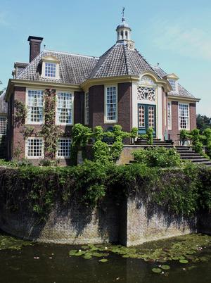 er Landsitz De Wiersse, umgeben von einem Wassergraben, ist seit 1678 in Familienbesitz.