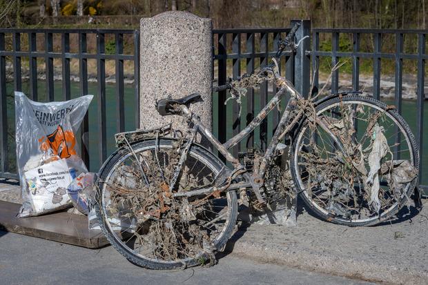 Bei der Flurreinigung am Innufer wurden sogar Fahrräder geborgen.