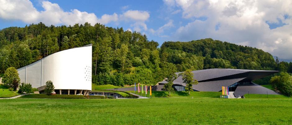 Eine gelungene Symbiose: Passionsspielhaus von Robert Schuller und Festspielhaus von Delugan Meissl Associated Architects in Erl.