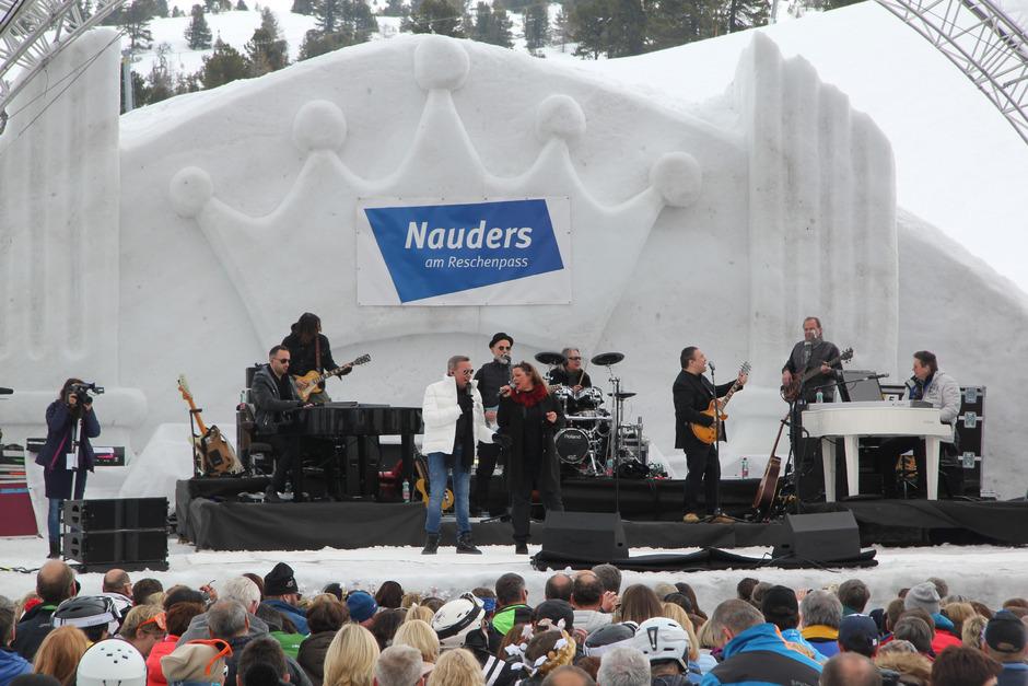 Roland Kaiser im Duett vor rund 4000 Zuschauern am Bergkastel in Nauders.
