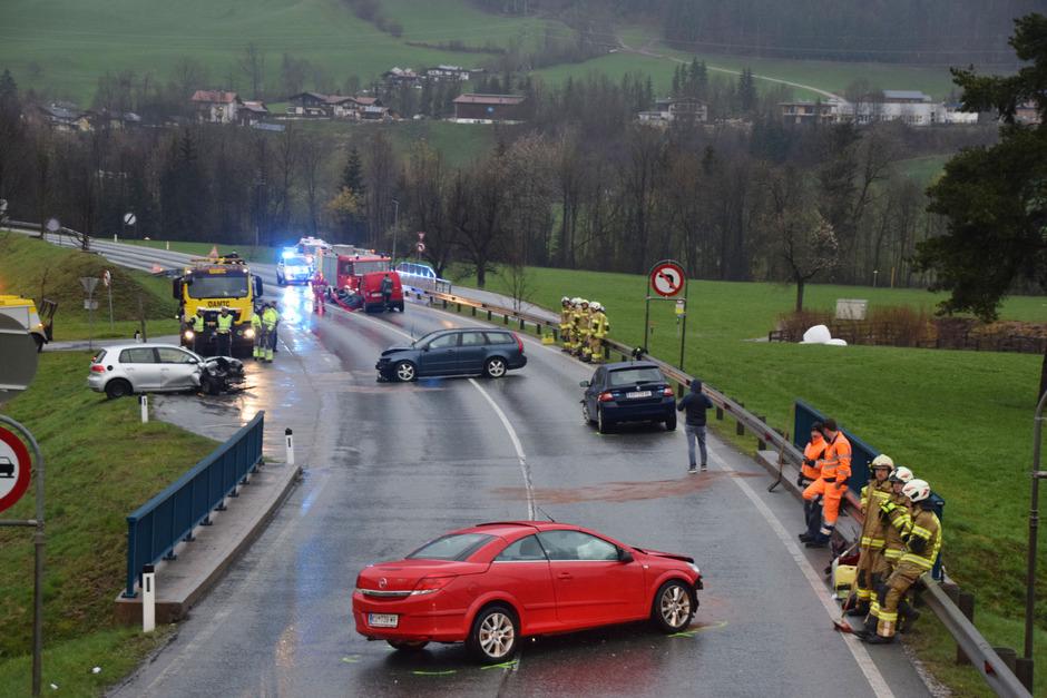 Fünf Autos waren an dem Unfall beteiligt.