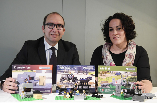 Markus Pinter, Director of Funeral and Cemeteries GmbH and Michaela Tomek of the Vienna State Association for Psychotherapy.