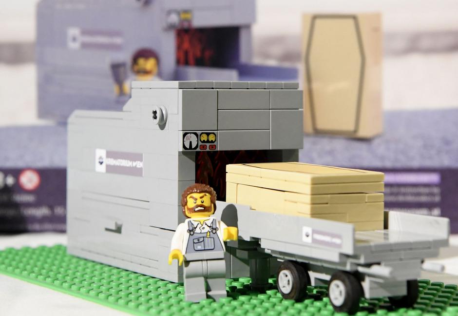 Die Bestattung Wien bietet ab sofort neue Lego-Sets an – darunter ein bespielbarer Krematoriumsofen.