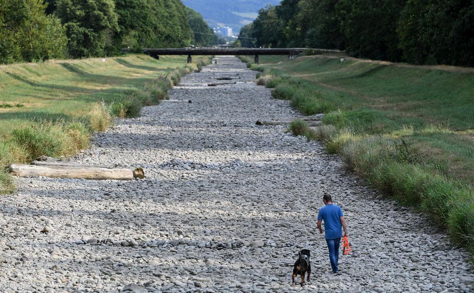 Wie können Kommunen mit Klimawandelfolgen fertig werden – etwa mit Trockenheit wie im Sommer 2018 oder Überflutungen durch Starkregen? AlpS berät Länder und Kommunen in Österreich und Süddeutschland.