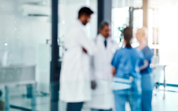Teamwork von Ärzten, Psychotherapeuten und Heilern soll den Patienten helfen, rascher schwere Erkrankungen zu bekämpfen.