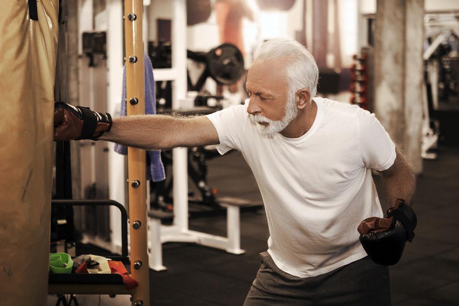 An der Innsbrucker Klinik wird untersucht, wie sich Boxen auf den Krankheitsverlauf von Parkinson auswirkt.