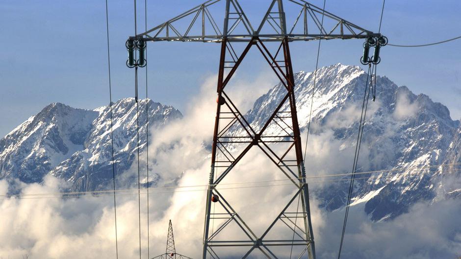 Konsumenten, kleinen PV-Stromerzeugern, Kleinfirmen und sogar Gebietskörperschaften soll Erzeugung, Speicherung, Verkauf von Strom ermöglicht werden.
