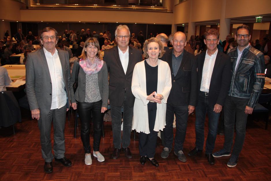 Holten sich ein Stimmungsbild ab: v.l. Verkehrsplaner Werner Rosinak mit Vertretern der Planungsgemeinden: Heidi Profeta (Gnadenwald), Peter Hanser (Mils), Eva Posch (Hall), Arno Guggenbichler (Absam), Romed Giner (Rum) und Christoph Walser (Thaur).