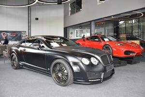 Auch ein Bentley kann gekauft werden.