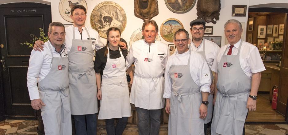 Das Team der Genusswerkstatt Tirol war im wohltätigen Einsatz zugunsten der Bergrettung: Herbert Osl, Josef Neururer, Maria Kofler, Seppl Haueis, Hansjörg Haag, Christoph Haag und Richard Reinalter (v.l.).