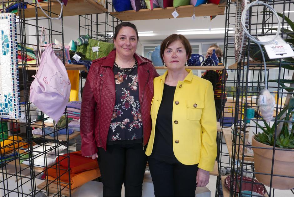 Tamara Egger und Irmgard Fasching haben stellvertretend für die Klienten des Lienzer Zentrums für psychische Gesundheit von ihren Schwierigkeiten im Alltag berichtet (v.?l.)