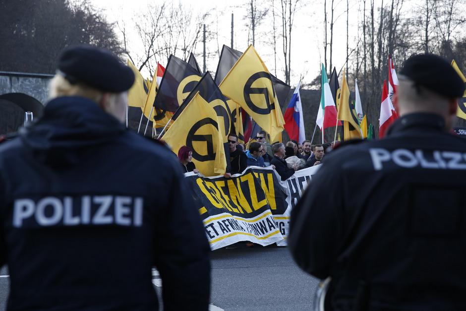 Die Identitären werden vom Verfassungsschutz als rechtsextrem eingestuft. Die der Bewegung nahestehenden Vereine werden geprüft.
