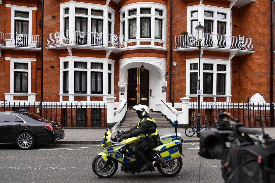 Julian Assange war vor der Justiz 2012 in die Botschaft Ecuadors in London geflüchtet und sitzt seither dort fest.
