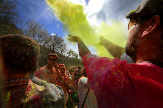 Farbenfroh ging es am Hafen-Areal bei den Holi-Festen her.