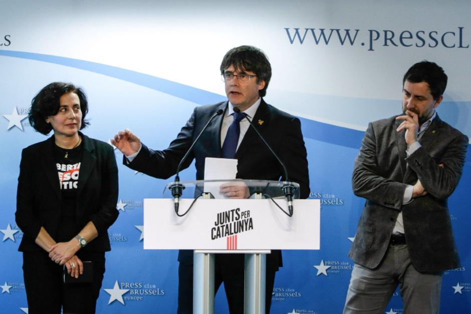 Carles Puigdemont (Mitte) tritt bei der Europawahl Ende Mai als Spitzenkandidat seines Wahlbündnisses an.