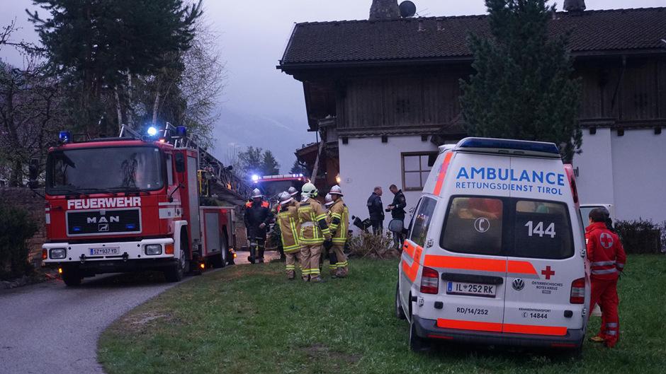 Die Feuerwehr barg den 60-Jährigen von dem Balkon.