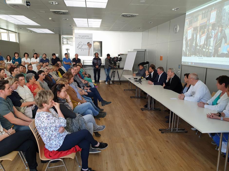 Landesrat Bernhard Tilg informierte Mitte März die Mitarbeiter des Krankenhauses Natters über die geplante Spitalsreform.