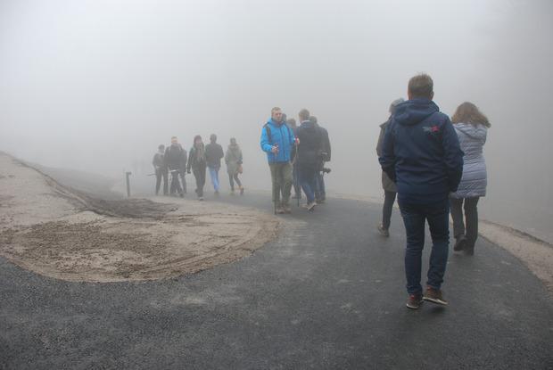 """Von der """"Bergstation"""" geht es über den frisch asphaltierten, abgeflachten Fußweg."""