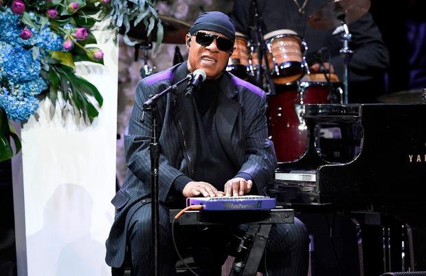 Stevie Wonder sang bei der Trauerfeier.