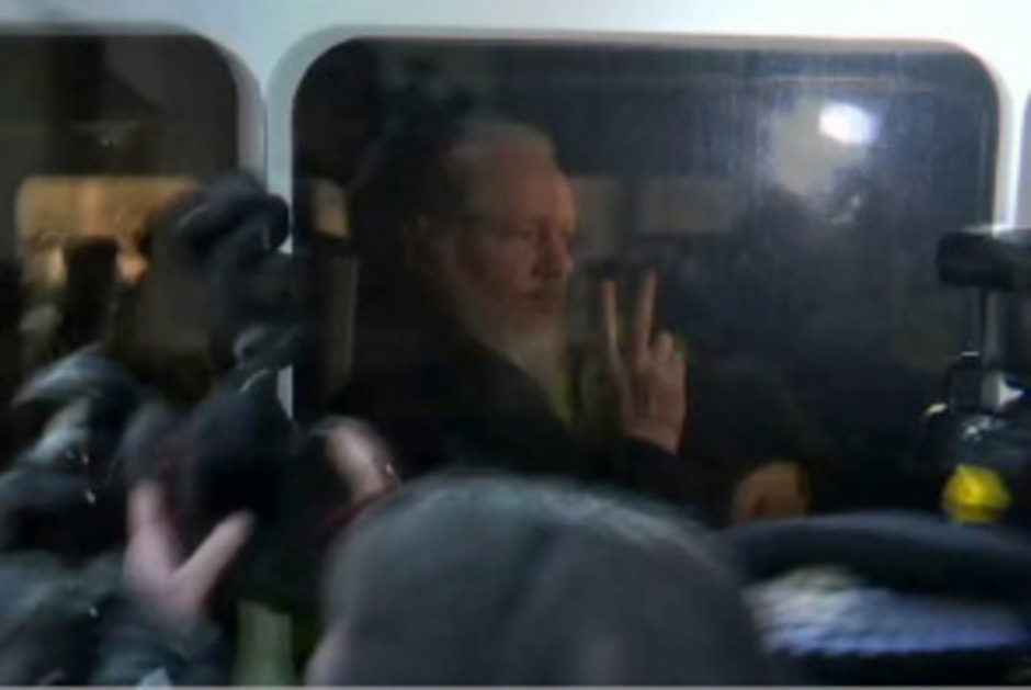 Julian Assange wurde in London festgenommen, einer seiner Mitarbeiter sitzt nun in Ecuador in Haft.