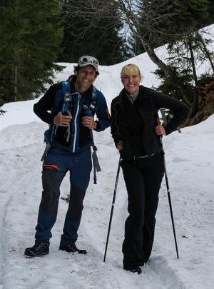 Tom Walek und Diana Langes-Swarovski auf dem Weg zur Walderalm.