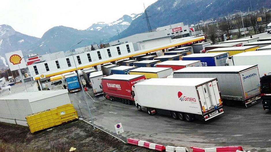 Tirol erstickt im Transitverkehr, an Billig-Dieseltankstellen wird hingegen das große Geschäft mit bis zu 80-fach höheren Umsätzen gemacht.