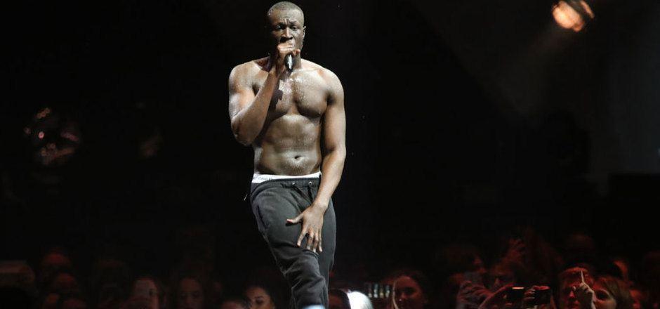 """Der britische Rapper Stormzy wirft dem Sicherheitspersonal """"Racial Profiling"""" vor."""