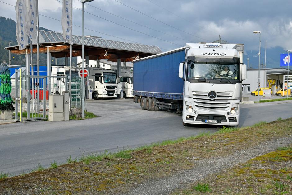 Billig-Dieseltankstellen in Gemeinden wie Fritzens sorgen für tägliche Staus.