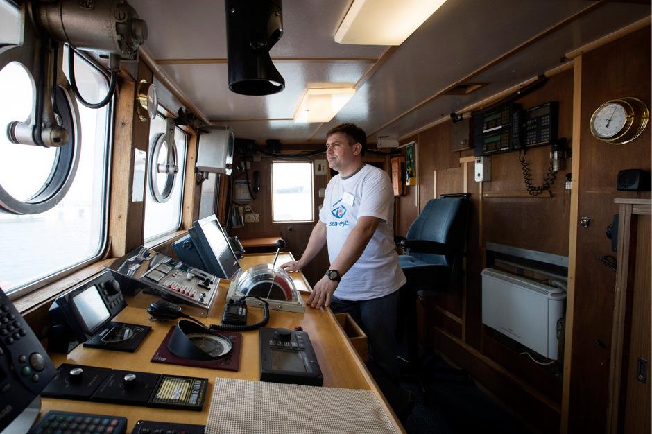 """Die Brücke der """"Alan Kurdi"""": Das Schiff der Helfer durfte selbst nicht auf Malta anlegen."""