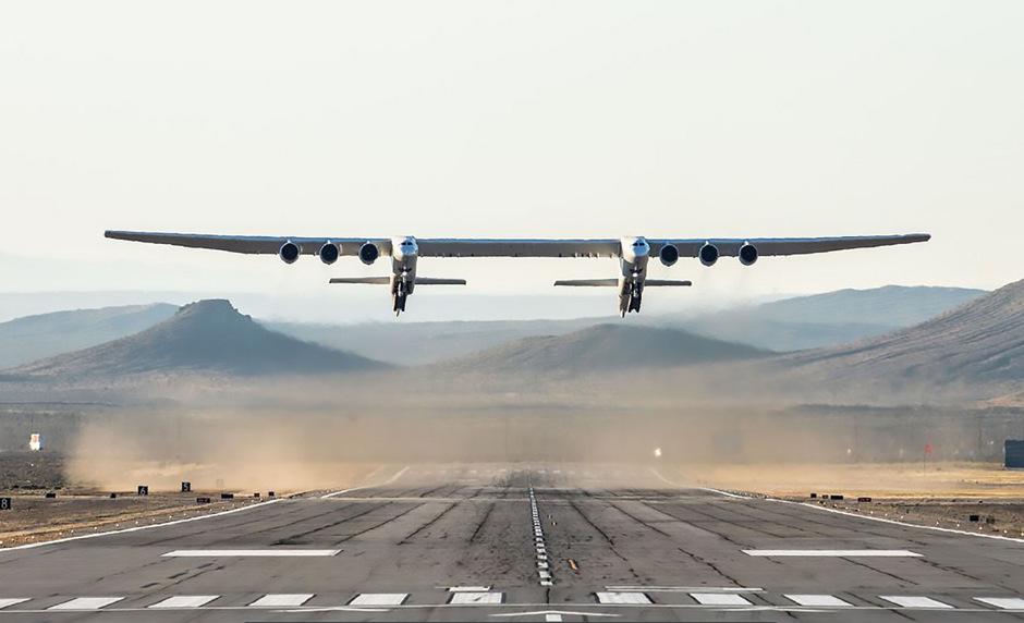 Stratolaunch absolvierte einen ersten Testflug.