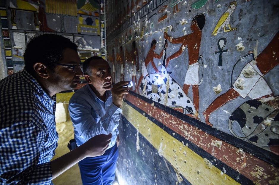 Forscher haben eine 4500 Jahre alte Grabkammer entdeckt.