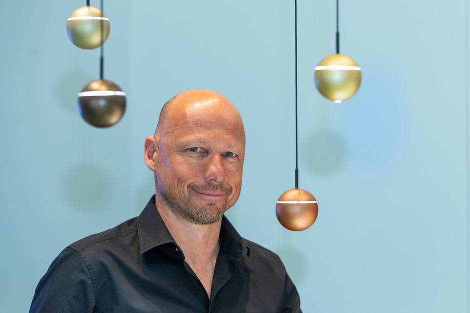 Lichtdesigner Walter Norz von Prolicht  hat Lichtarmaturen entworfen und ist damit auf die Designermesse in Mailand.