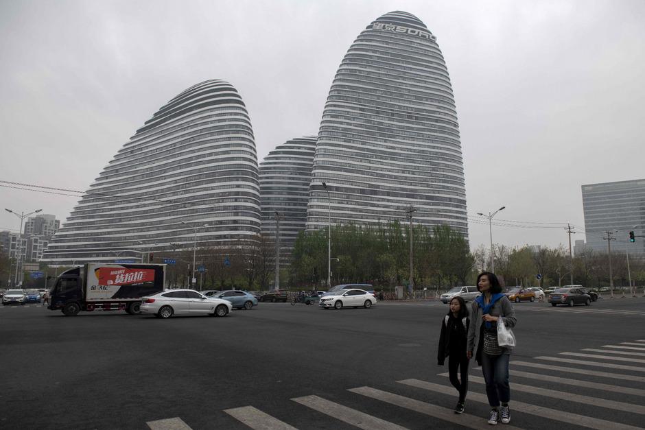 Ein Blogger übte Kritik an dem von Stararchitektin Zaha Hadid entworfenen Wangjing Soho in Peking. Dafür wurde er jetzt verurteilt.