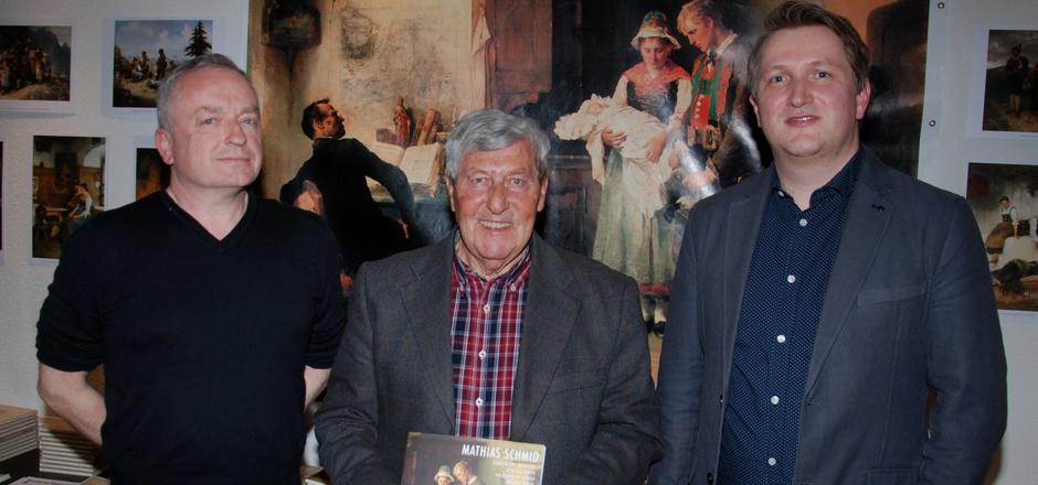 Kunsthistoriker Joseph Imorde (Univ. Siegen), Museumsleiter Erwin Cimarolli und Peter Scholz (v.l.), Kustos der Tiroler Landesmuseen, arbeiten an der wissenschaftlichen Rehabilitierung von Mathias Schmid.
