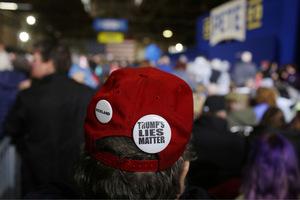 """""""Trumps Lügen bedeuten etwas"""": Ein Anhänger Pete Buttigiegs bekundet seine Ablehnung gegenüber dem derzeitigen republikanischen Staatsoberhaupt."""