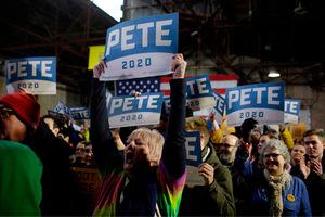 """Der Nachname """"Buttigieg"""" ist für viele schwer auszusprechen. Anhänger nennen ihn deshalb mit seinem Vornamen und Funktion - """"Bürgermeister Pete""""."""