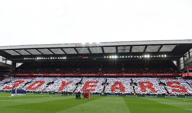 Beim Liga-Heimspiel gegen Chelsea am Sonntag wurde - wie jedes Jahr um den 15. April herum - mit beeindruckender Choreographie und einer Schweigeminute der 96 Toten gedacht.