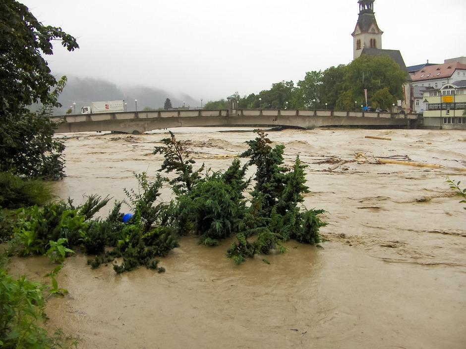 Das letzte Hochwasser 2005 ist vielen Schwazern noch gut in Erinnerung. Ende Mai soll die Gründung des Wasserverbandes näher rücken und damit auch die Maßnahmen zum Hochwasserschutz.