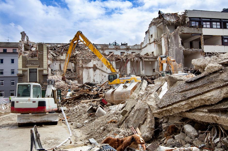 Der Abriss des Gymnasiums schreitet voran.